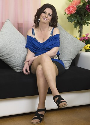 Hot MILF Solo Porn Pictures