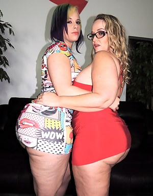 Hot Lesbian MILF Humping Porn Pictures