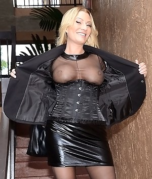 Hot MILF Flashing Porn Pictures