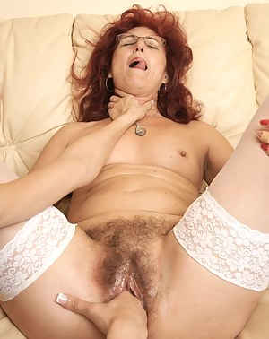 Hot MILF Choking Porn Pictures