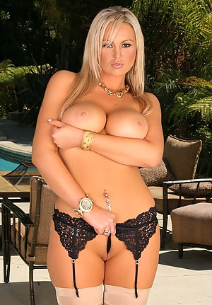 Hot MILF Pornstar Porn Pictures