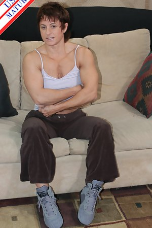 Hot Muscle MILF Porn Pictures