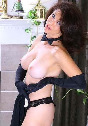 Hot MILF Gloves Porn Pictures