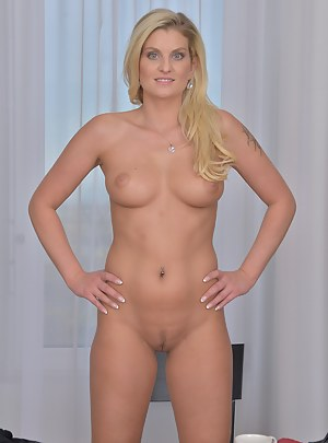 Hot Perfect Body MILF Porn Pictures