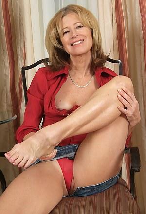 Hot MILF Legs Porn Pictures