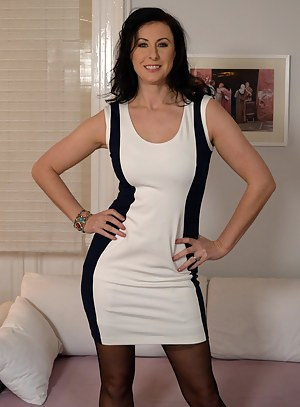 Hot British MILF Porn Pictures