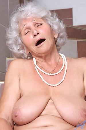 Hot MILF Orgasm Porn Pictures