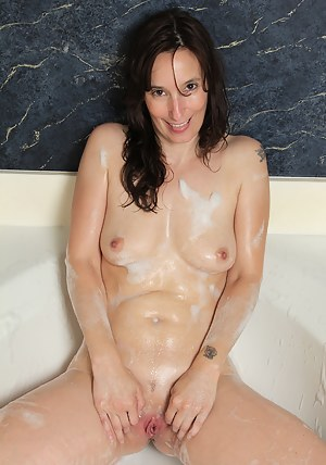 Hot MILF Wet Pussy Porn Pictures