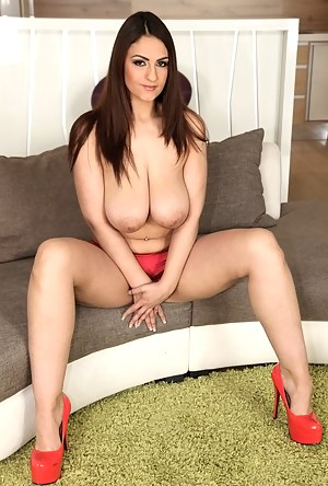 Hot Big Boobs MILF Porn Pictures