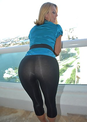 Hot MILF Yoga Pants Porn Pictures