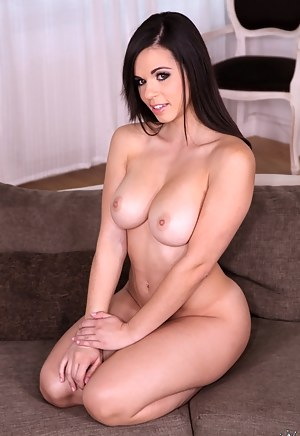 Hot Perfect Tits MILF Porn Pictures