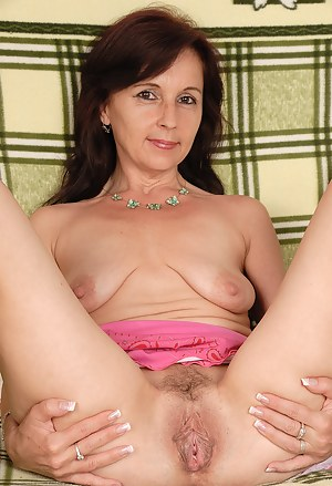Hot MILF Spreading Porn Pictures
