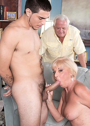 Hot MILF MMF Porn Pictures