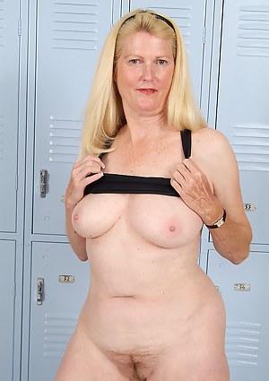 Hot MILF Locker Room Porn Pictures