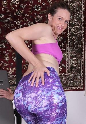 Hot MILF Spandex Porn Pictures