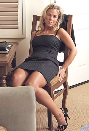Hot MILF Porn Pictures