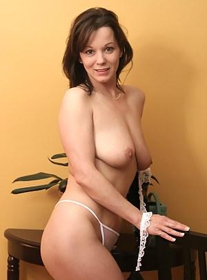 Hot MILF Moms Porn Pictures