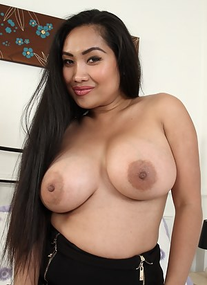 Hot Asian MILF Porn Pictures